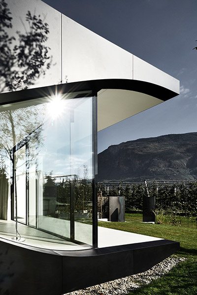 Mirror Houses - most striking contemporary vacation homes in Italy