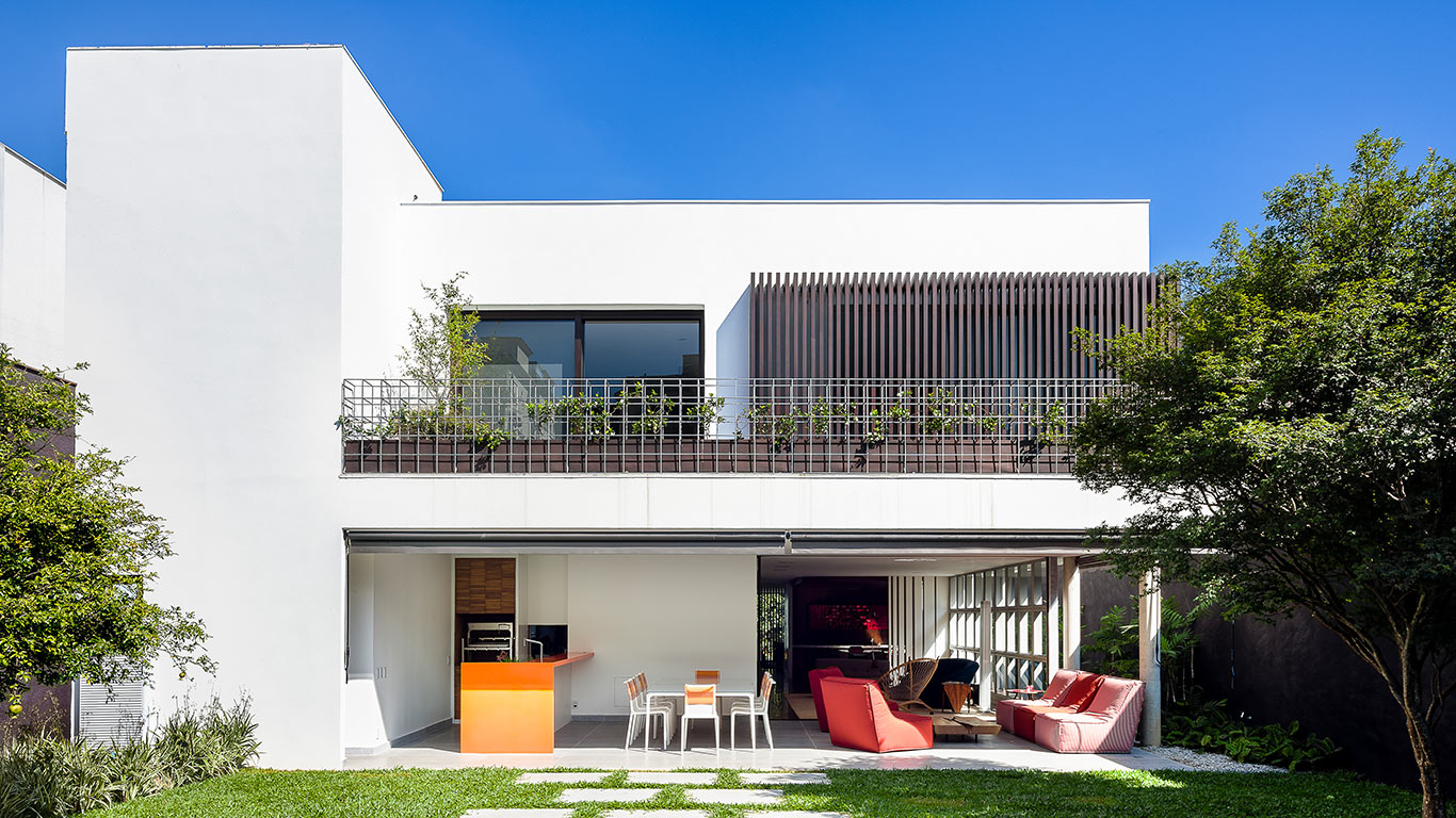 Modern AA House in Sao Paulo boasts unique design and custom