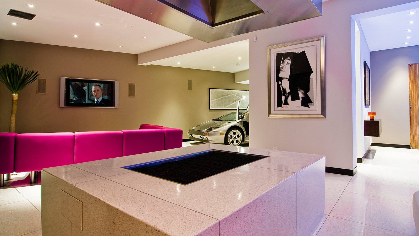 Modern Hollywood Hills bachelor pad with indoor car park ...