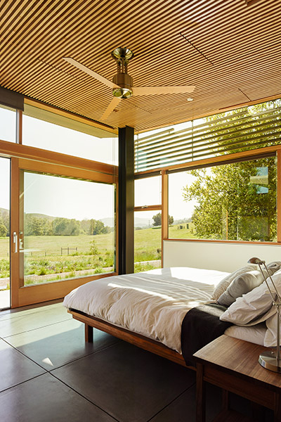Modern bedroom with spectacular views of the Central Valley, California - designed by Feldman Architecture