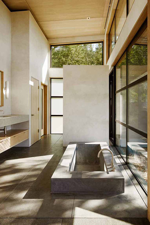 Spectacular open bathroom in modern Healdsburg, California residence by Feldman Architecture