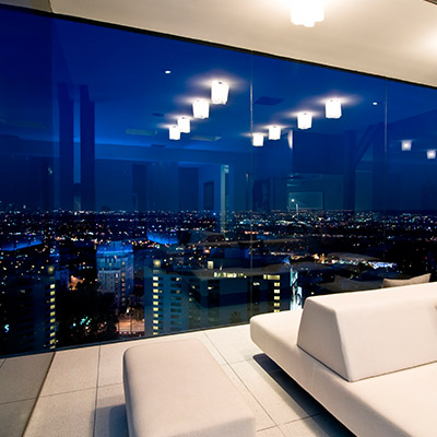 Modern Hollywood bachelor pad with stunning views by Whipple Russell Architects