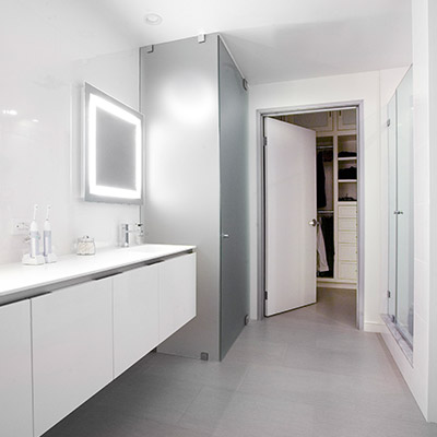 Modern white bathroom in Los Angeles twin loft by CHA:COL