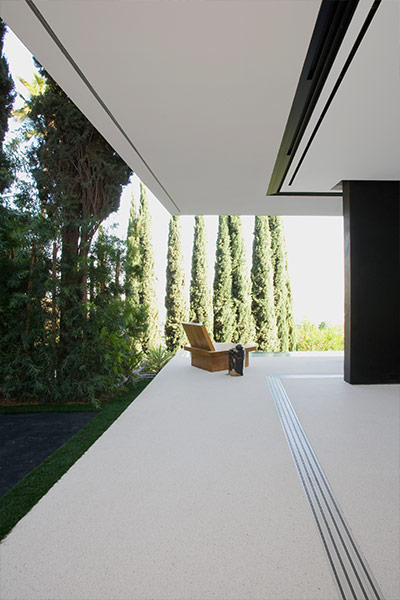 Modern terrace in amazingOpenhouse by XTEN Architecture