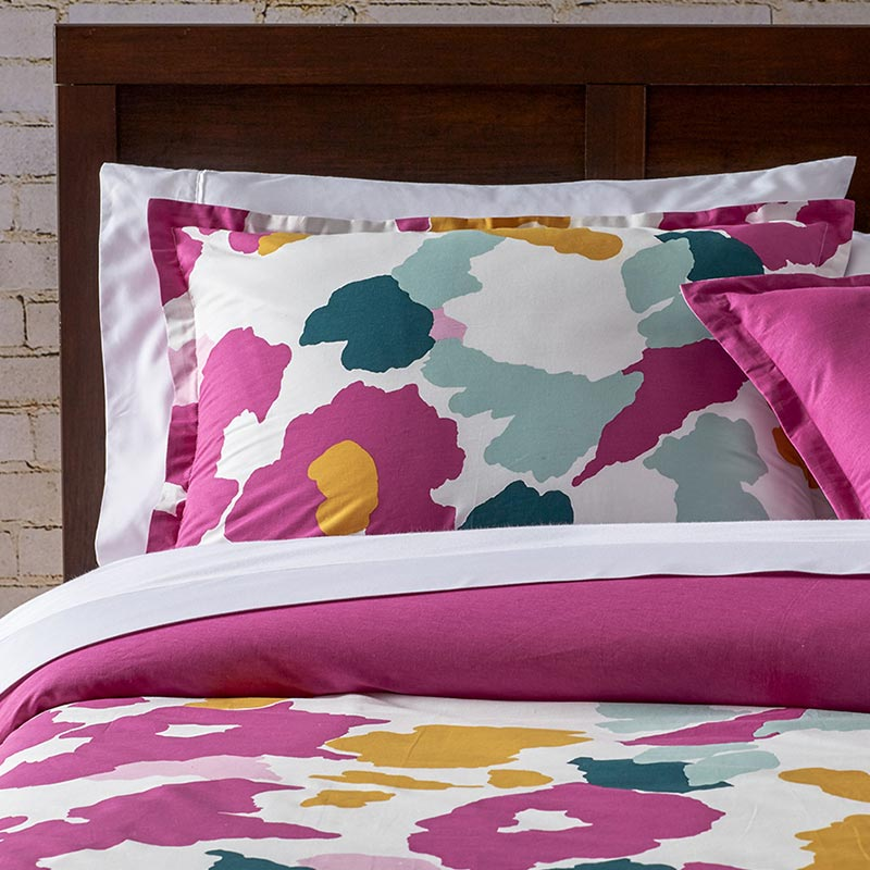 Pink bedding set with abstract design