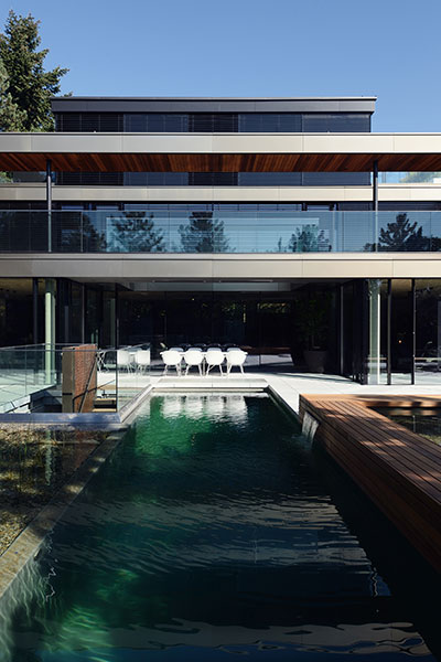 Contemporary exterior of a private, luxurious villa in Vienna, Austria by Architekt Zoran Bodrozic