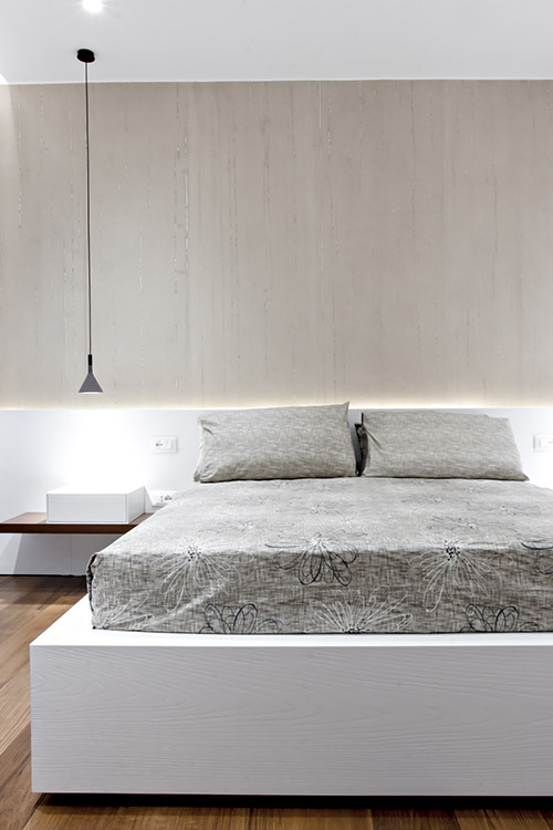 Modern bedroom design idea in a renovated apartment located in Italy - SG House by M12 Architettura Design