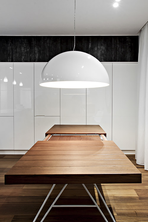 Extendable dining table design idea in a renovated apartment in Italy - SG House by  M12 Architettura Design
