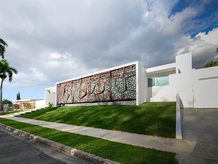 Amazing house in Puerto Rico wrapped in sculptural steel sunscreen - designed by Diaz Paunetto Architects