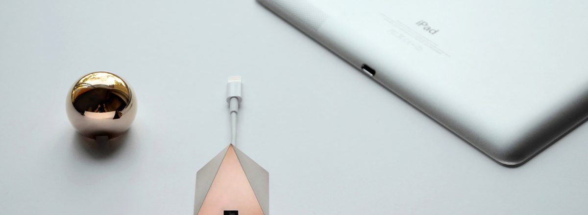 SHAPES – Metal Cable Holder: Geometric accessories for your home office