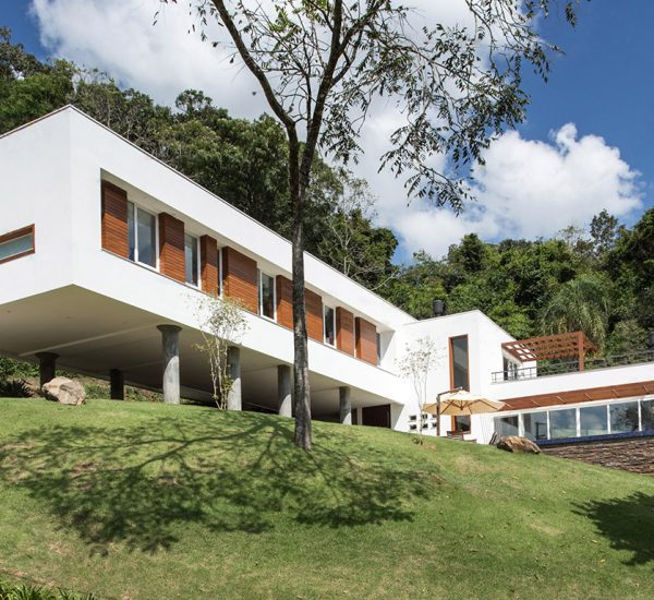 Spectacular cantilevered house in Erechim, Brazil by Luciano Lerner Basso of Basso Engenharia
