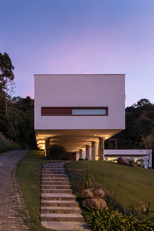 Spectacular contemporary cantilevered house in Erechim, Brazil by Basso Engenharia
