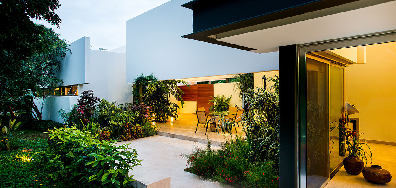 Spectacular outdoor garden and lounge area in award-winning house in Mexico by Seijo Peon Architects