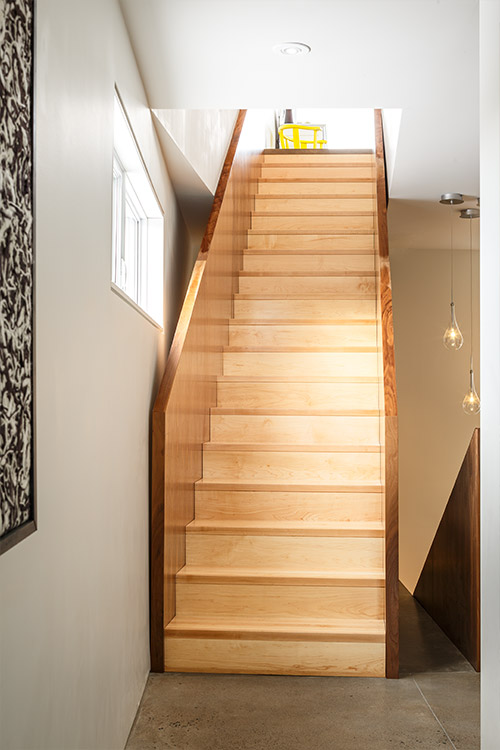 Fyren: Modern staircase in a contemporary Canadian house - design by Omar Gandhi Architect