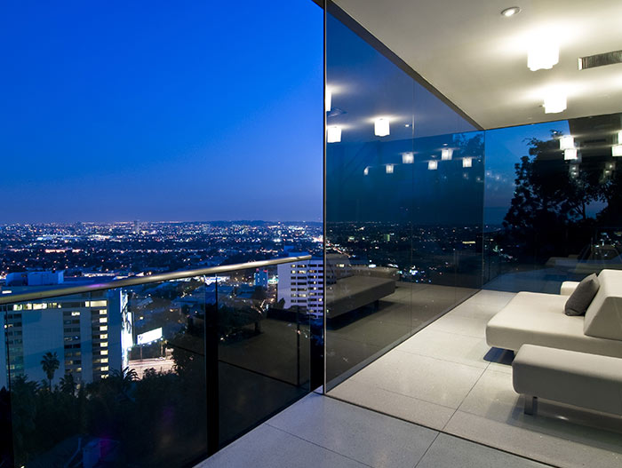 Stunning California views from bachelor pad in Hollywood Hills