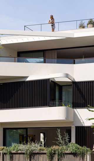 Stunning dwelling with two apartments in Sydney by Luigi Rosselli Architects