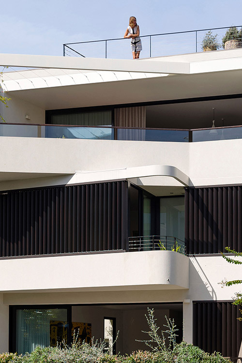 Stunning dwelling with two beautiful apartments in Sydney by Luigi Rosselli Architects