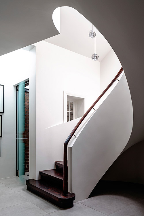 Modern spiral staircase in a stunning dwelling composed of 2 apartments located in Sydney, Australia - design by Luigi Rosselli Architects