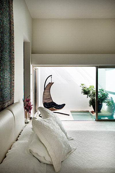 Amazing swing chair overlook master bedroom,meditation pond and lush garden - Award-winning house by Seijo Peon Architects