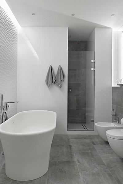 White bathroom designed by Alexandra Fedorova