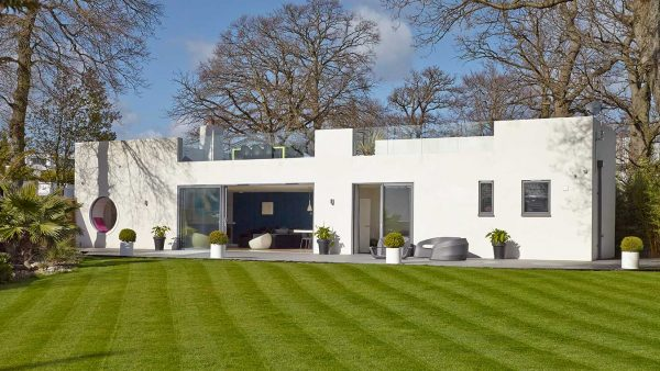 A Renovated Bauhaus Style House in Hamble-le-Rice Featured Image