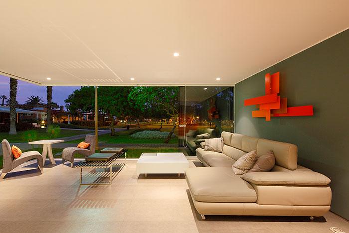 Casa Blanca Modern Living Room
