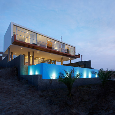 Contemporary beach house near Lima Peru by Longhi Architects