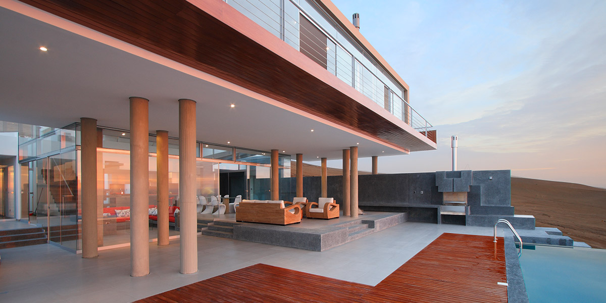 Contemporary beach house near Lima,Peru with spectacular infinity pool