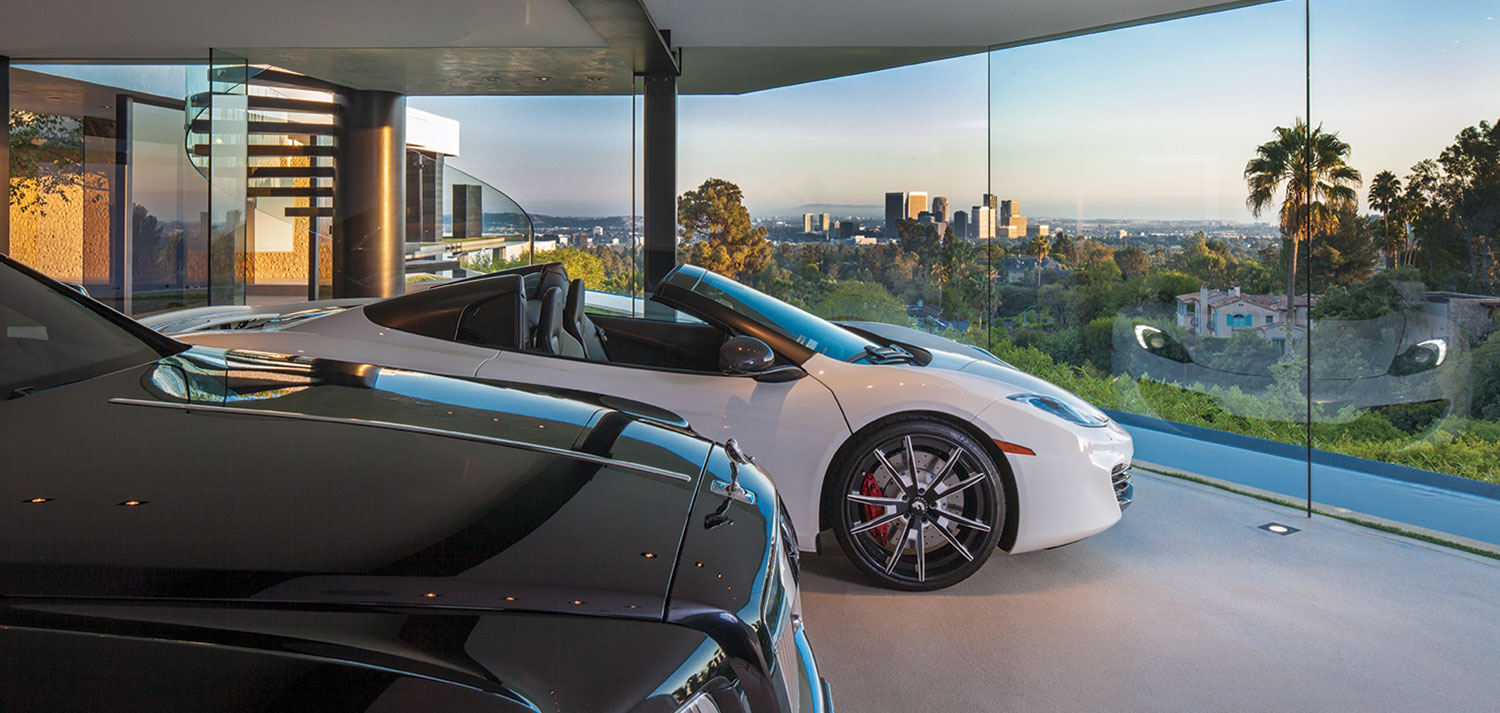 Contemporary dream home with impressive views across Los Angeles for a luxurious lifestyle