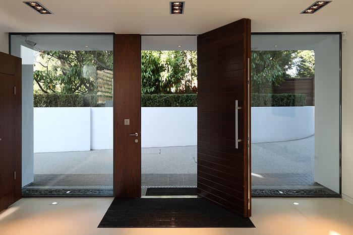 Greystones Residence by Nicolas Tye Architects Entryway