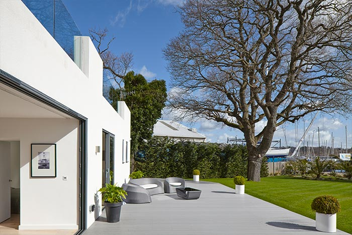 LA Hally Architect Courtyard Accesible From Living Space