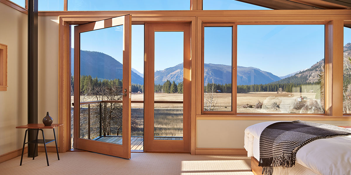 Mazama House: Bedroom With Spectacular Mountain View