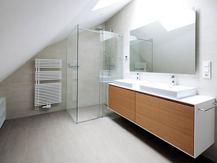 Modern White Bathroom by destilat