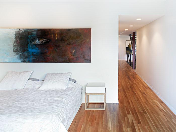 Modern White Bedroom Design With Minimalist Furniture