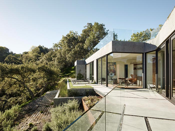 Oak Pass Residence Modern House With Infinity Pool Located In Beverly Hills California