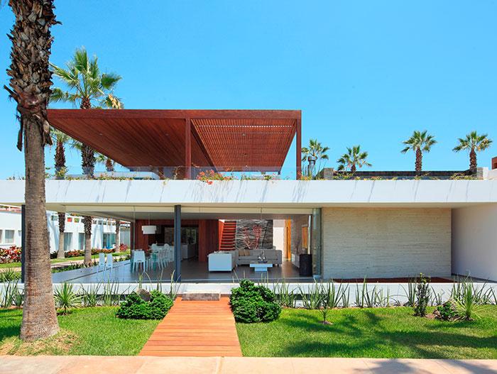 P12 - Modern House Exterior In Lima Peru
