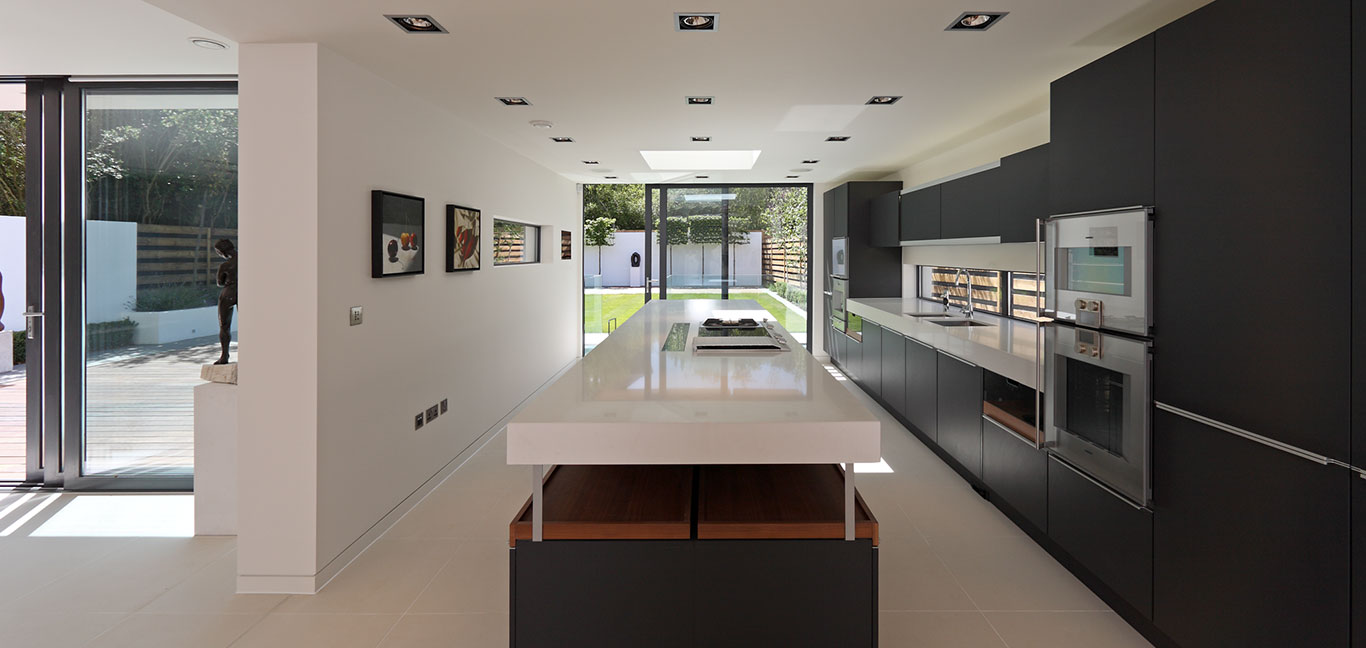 Stunning House With Beautiful Black Kitchen In UK