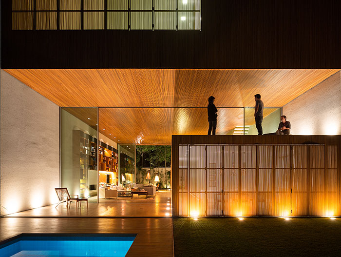 Tetris House - Modern home in Brazil with amazing pool