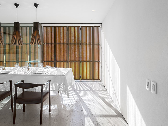 Tetris House by Studio MK27 - Beautiful dining room