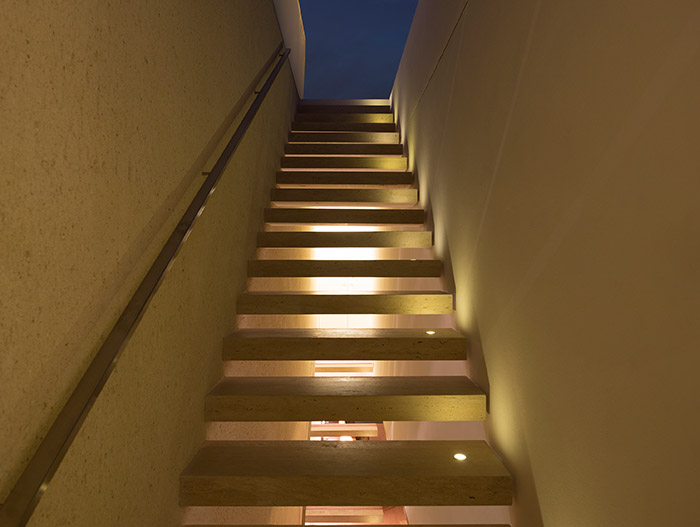 Tetris House by Studio MK27 - Staircase leading to the roof