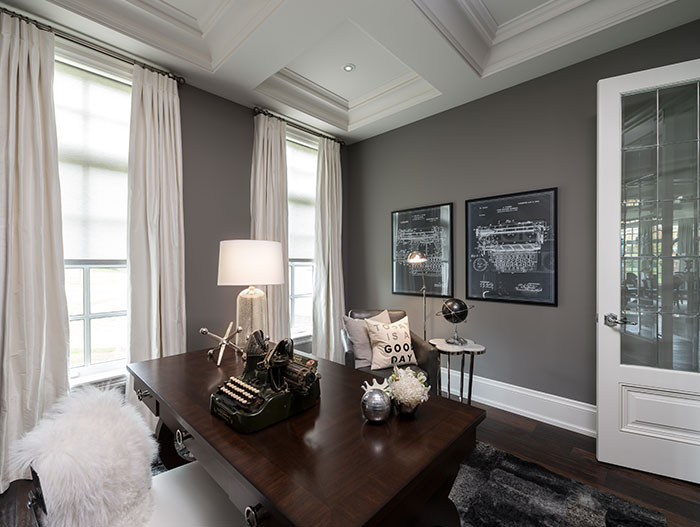 Traditional Home Office In Toronto