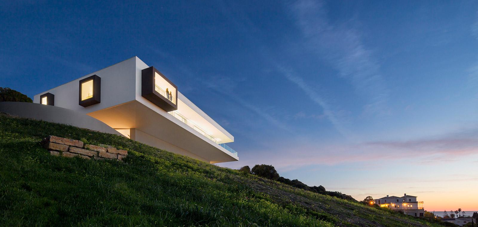 Villa Escarpa Stunning Bauhaus home by Mario Martins Atelier