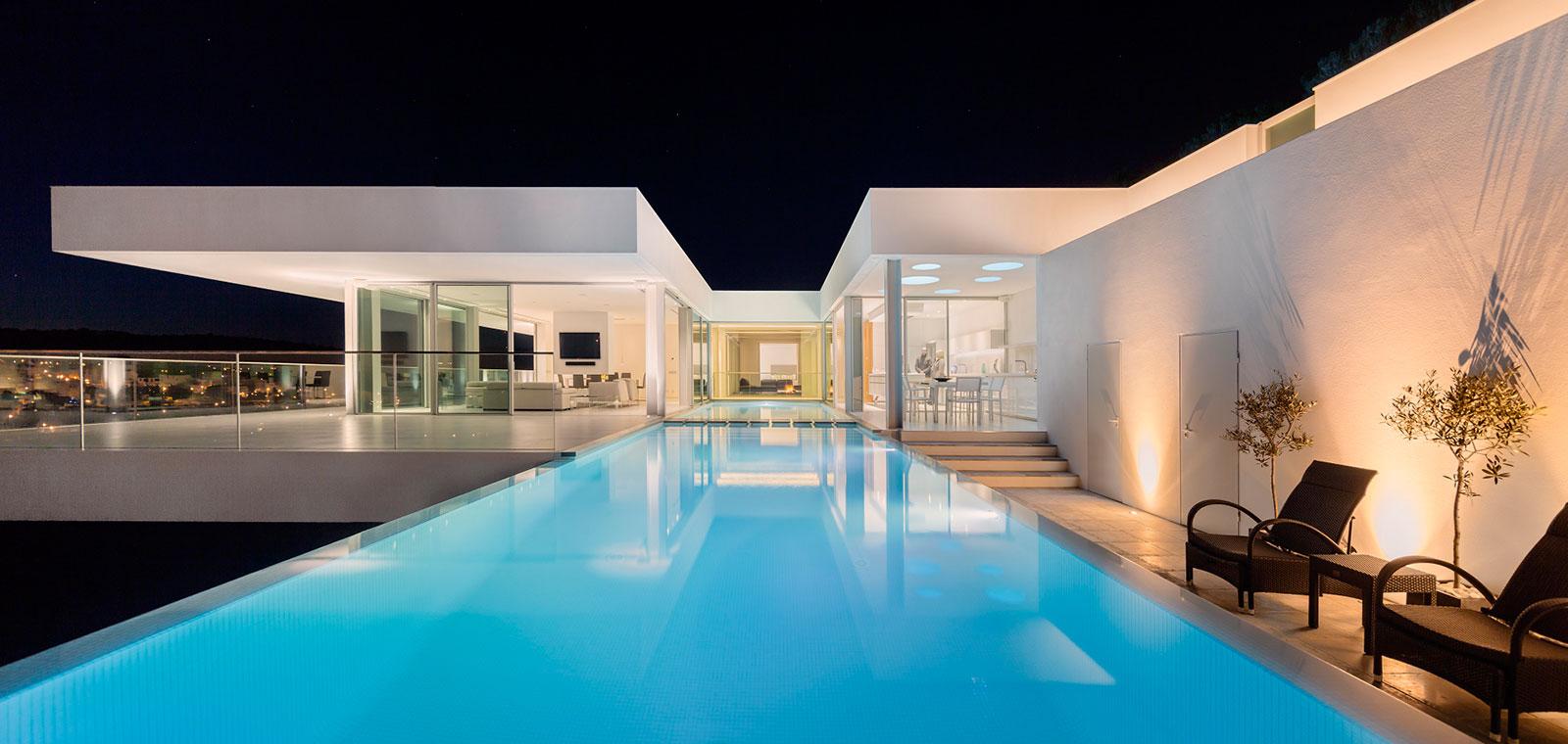 Villa Escarpa stunning portuguese house by Mario Martins Atelier