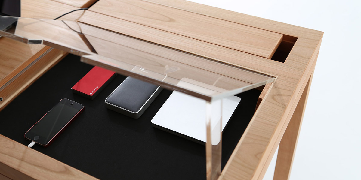 WT modern desk by Consentable