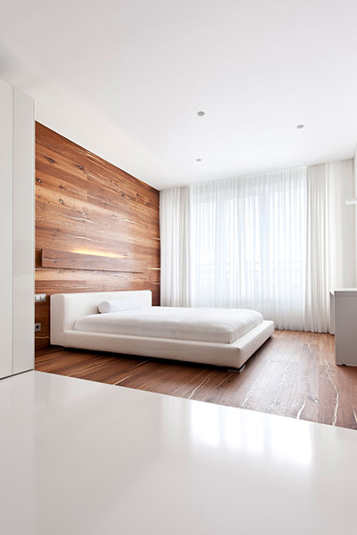 All white bedroom in Welton Park apartment, Moscow