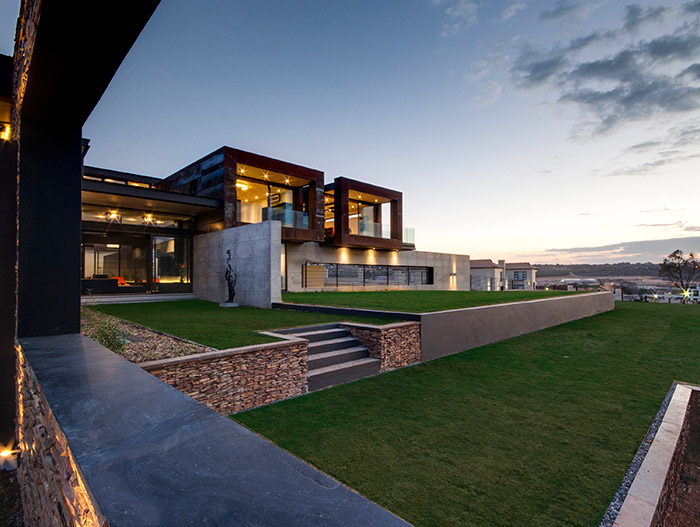 Amazing contemporary mansion with magnificent views, perfect for a lavish lifestyle - House Boz in South Africa