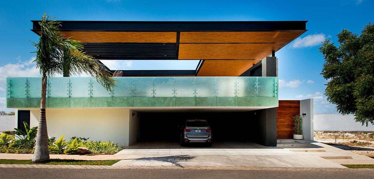 Amazing house by Seijo Peon Arquitectos pool above the garage