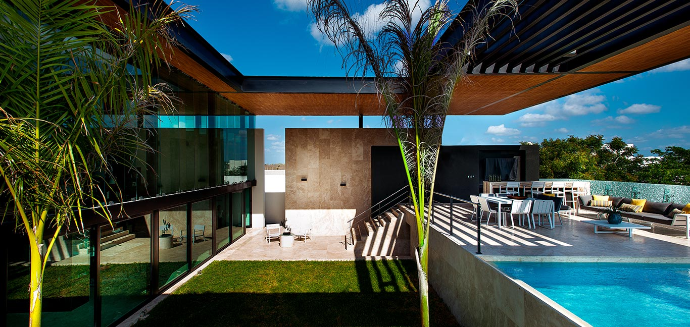 Amazing house in Yucatan Mexico boasts impressive pool above the garage
