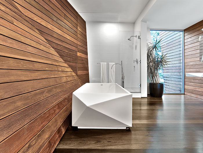 Beautiful bathroom with unique bathtub in a contemporary beach house located in Cape Cod, a few steps away from a masterwork of 20th century architecture