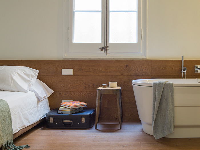 Stunning apartment in Barcelona has a bathtub in the bedroom